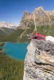 Viandante femminile al ohara del lago Fotografie Stock