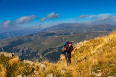 Viandante in montagne Immagini Stock