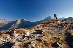 Viandante in montagne di Tatras immagine stock
