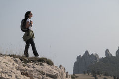 Viandante nelle montagne Immagine Stock Libera da Diritti