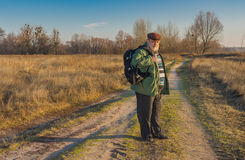 Viandante senior con lo zaino Fotografia Stock Libera da Diritti