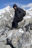 Viandante sopra la montagna Fotografia Stock