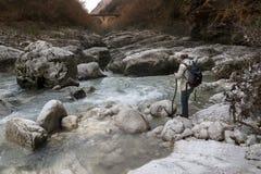 Viandante sul fiume Fotografia Stock Libera da Diritti