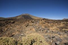 Viandante sul vulcano Immagini Stock