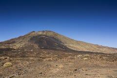 Viandante sul vulcano Fotografia Stock Libera da Diritti