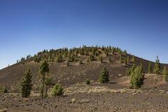 Viandante sul vulcano immagini stock libere da diritti