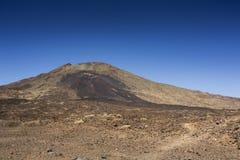 Viandante sul vulcano fotografia stock