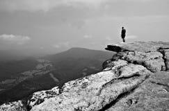 Viandante sulla manopola di McAfee - montagna di Catawba fotografia stock