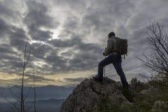 Viandante sulla montagna Fotografia Stock