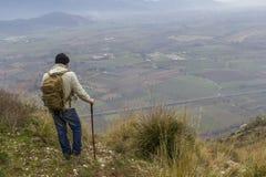 Viandante sulla montagna Fotografie Stock