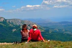 viandanti e montagne Immagine Stock