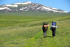 Viandanti in montagne Fotografia Stock Libera da Diritti
