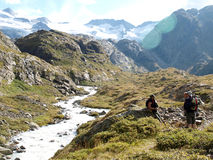 Viandanti in montagne alpine della Svizzera, Unterstock, Urbachtal Immagine Stock Libera da Diritti