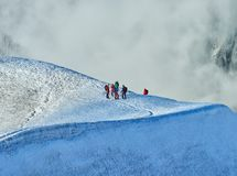 Viandanti sul ghiacciaio ad Aiguille du Midi, Chamonix-Mont-Blanc, Francia Fotografie Stock
