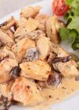 Viande avec la sauce aux champignons images libres de droits