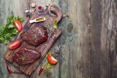 Viande crue crue de bifteck de boeuf Photos stock