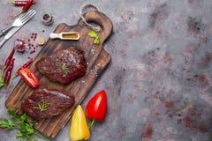 Viande crue crue de bifteck de boeuf Image stock