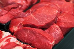 Viande crue dans l'hypermarché Photographie stock libre de droits