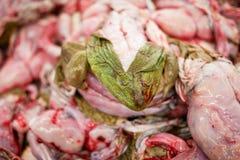 Viande crue de brouillard dans le supermarché photos stock
