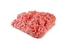 Viande crue Porc haché frais dans un plat d'isolement sur le fond blanc images libres de droits