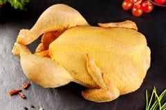 Viande crue poulet entier de volaille pr t cuisiner - Cuisiner un poulet entier ...