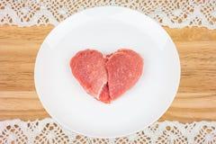 Viande crue sous forme de coeur Photographie stock libre de droits