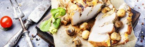 Viande cuite au four avec des champignons Photographie stock libre de droits