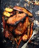 Viande cuite au four avec des légumes images libres de droits