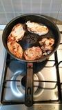 Viande cuite dans la casserole Photo libre de droits