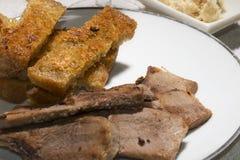 Viande délicieuse de BBQ avec du pain grillé, BONNE ANNÉE Photographie stock
