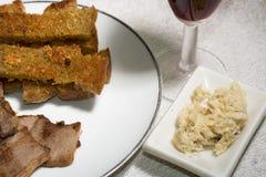 Viande délicieuse de BBQ avec du pain grillé, BONNE ANNÉE Photos libres de droits