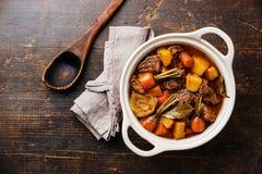Viande de boeuf cuite avec des légumes photographie stock libre de droits