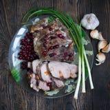 Viande de porc avec de la sauce à la canneberge et l'ail Image libre de droits