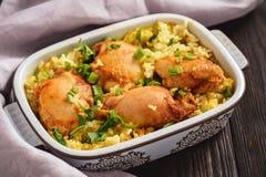 Viande de poulet cuite au four par four avec du riz images stock