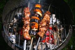 Viande et légumes grillés Photos stock