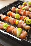 Viande et légumes sur des brochettes Photos libres de droits