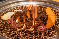 Viande et légumes sur le barbecue coréen images libres de droits