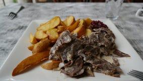 Viande et pommes frites de renne Photos stock