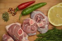 Viande fraîche avec des légumes et des épices Images libres de droits
