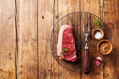 Viande fraîche crue de bifteck de New York Photographie stock