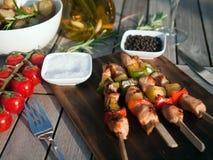 Viande grillée avec le dîner rôti de pommes de terre Photo stock