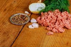 Viande hachée crue avec le boeuf haché viande proche hachée vers le haut Photo stock