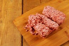 Viande hachée crue avec le boeuf haché viande proche hachée vers le haut Photo libre de droits