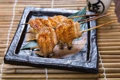 Viande japonaise de Kushiyaki d'aile de poulet, embroché et grillée Image libre de droits