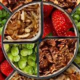 Viande, raisins, fraise et oignon Images stock
