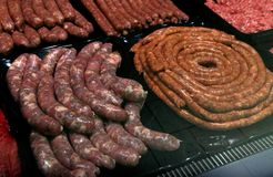 Viande sur le marché à Sofia, Bulgarie, en février, 15, 2017 Image libre de droits