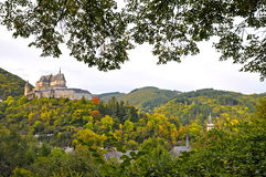 Vianden中世纪城堡在山顶部的在卢森堡 免版税图库摄影