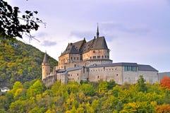Vianden中世纪城堡在山顶部的在卢森堡 免版税库存图片