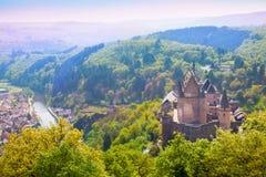 Vianden slott och dal i Luxembourg Royaltyfria Bilder