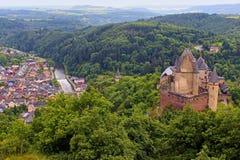 Viandenkasteel en panorama van Vianden, Luxemburg Stock Fotografie